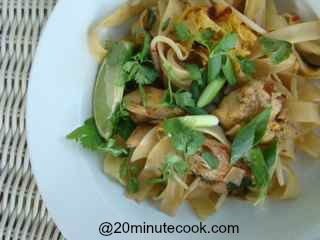 Easy Chicken Pad Thai Recipe in 20 minutes