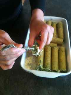 Easy Italian Recipes - Stuff Cannelloni with the spinach and cheese filling