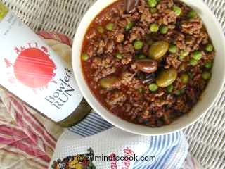 This 20 minute healthy dinner recipe is a one pot meal of low fat ground beef cooked in red wine with olives.