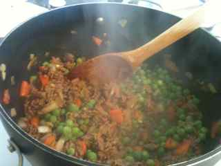 Start by making the meat sauce for this one of Gen's meals with ground beef