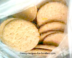 Place the crackers in a clean plastic bag