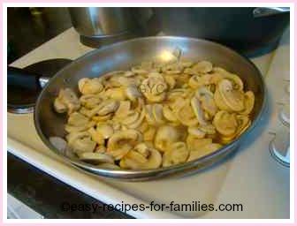 fry mushrooms in frypan