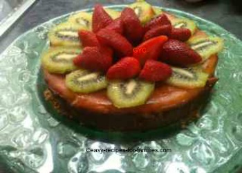 Decorate the crustless pumpkin pie with strawberries and kiwi fruit